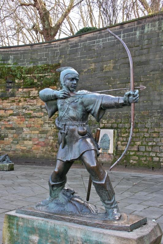 Robin_Hood_statue,_Nottingham_Castle_1.jpg