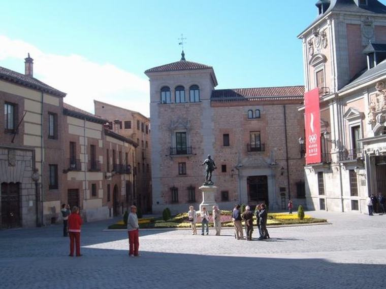 Plaza_de_la_Villa_(Madrid)_05